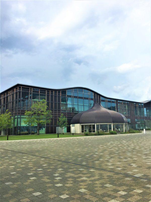 岐阜市にある有名な図書館「メディア・コスモス」